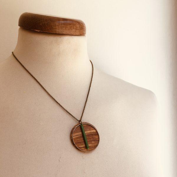 collier bois rond coloré bâtonnet chaine Olivier Vert Vif Rootsabaga Bijoux Naturels Artisanaux