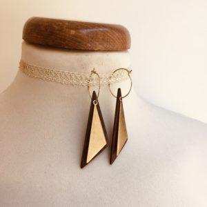 boucles d'oreilles créole dorée long triangle plein bois de niangon Rootsabaga bijoux naturels chic
