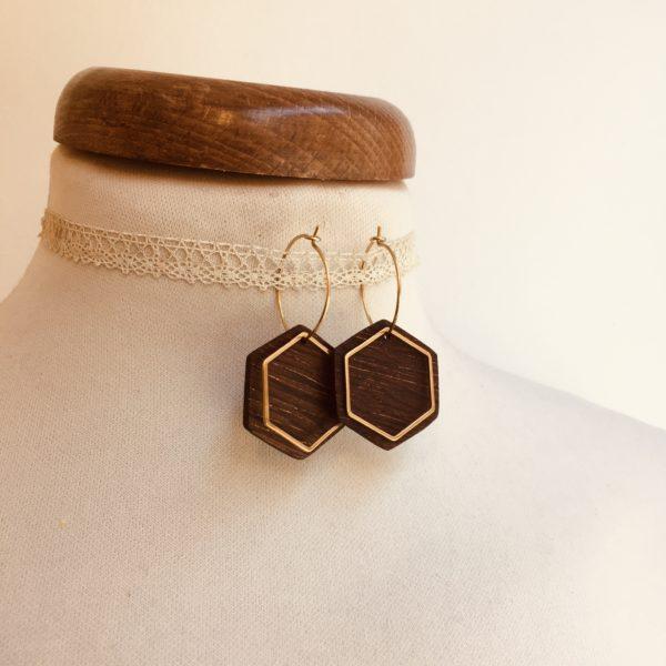 boucles d'oreilles créole dorée hexagone bois de niangon Rootsabaga bijoux naturels chic