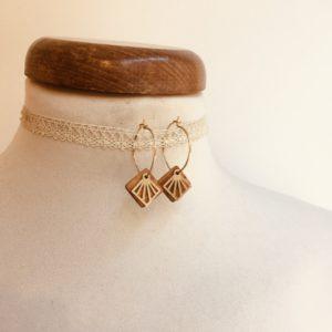 boucles d'oreilles créole dorée mini carré ajouré bois Rootsabaga bijoux naturels chic