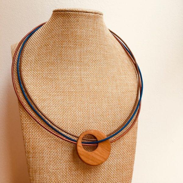 collier rond de bois tricuir cordons cuir bronze marron et bleu roi Rootsabaga collier bois