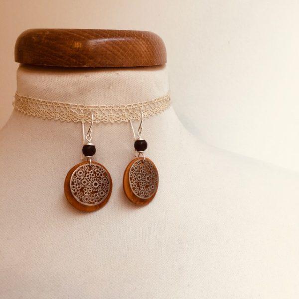 boucles d'oreilles bois argenté fleur perle noir Rootsabaga bijoux naturels lyon