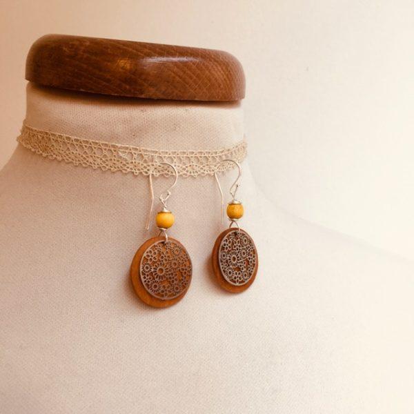boucles d'oreilles bois argenté fleur perle jaune Rootsabaga bijoux naturels lyon