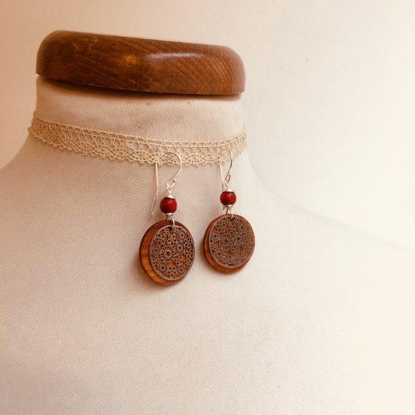 boucles d'oreilles bois argenté fleur perle rouge Rootsabaga bijoux naturels lyon
