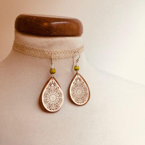 boucles d'oreilles goutte bois argenté perle vert anis Rootsabaga bijoux ethniques lyon