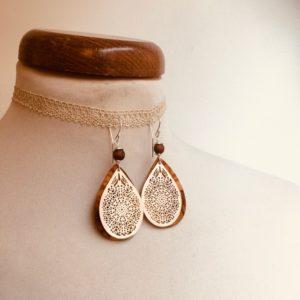 boucles d'oreilles goutte bois argenté perle marron Rootsabaga bijoux ethniques lyon
