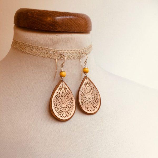 boucles d'oreilles goutte bois argenté perle jaune Rootsabaga bijoux ethniques lyon