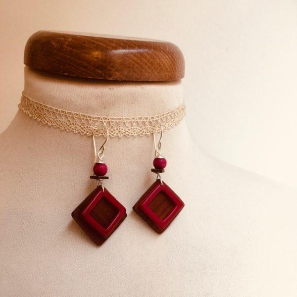 boucles d'oreilles carré bois de prunier et ivoire végétal rose Rootsabaga bijoux fantaisie naturels