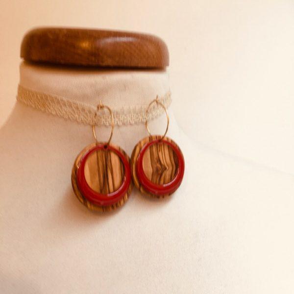 boucles d'oreilles créoles colorées rond évidé émail rouge bois olivier Rootsabaga bijoux fantaisie artisanaux lyon
