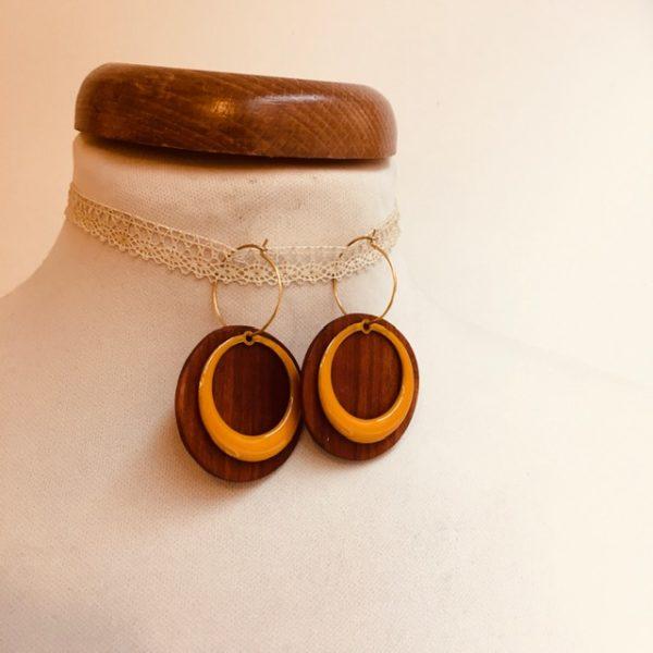 boucles d'oreilles créoles colorées rond évidé jaune moutarde bois de prunier Rootsabaga bijoux fantaisie artisanaux lyon