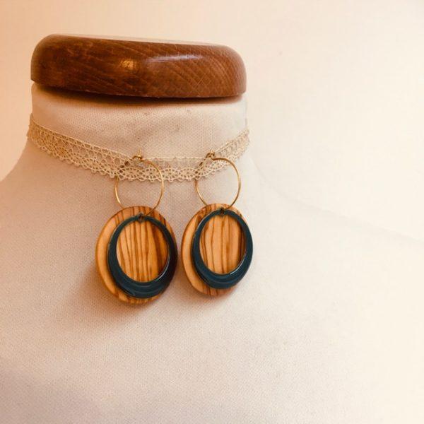 boucles d'oreilles créoles colorées rond évidé bleu pétrole bois olivier Rootsabaga bijoux fantaisie artisanaux lyon
