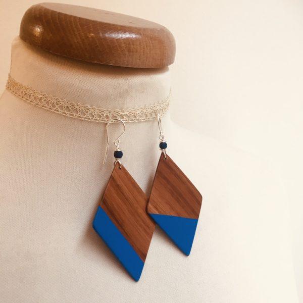 boucles d'oreilles grand losange peint désaccordé prunier bleu roi rootsabaga bijou naturel fait main a lyon