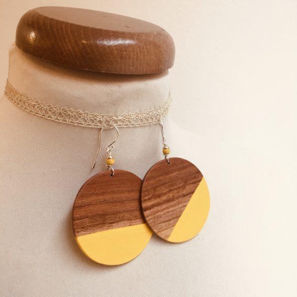 boucles d'oreilles géant Rond Bois de prunier peint jaune vif Rootsabaga creation artisanale bijoux naturels lyon